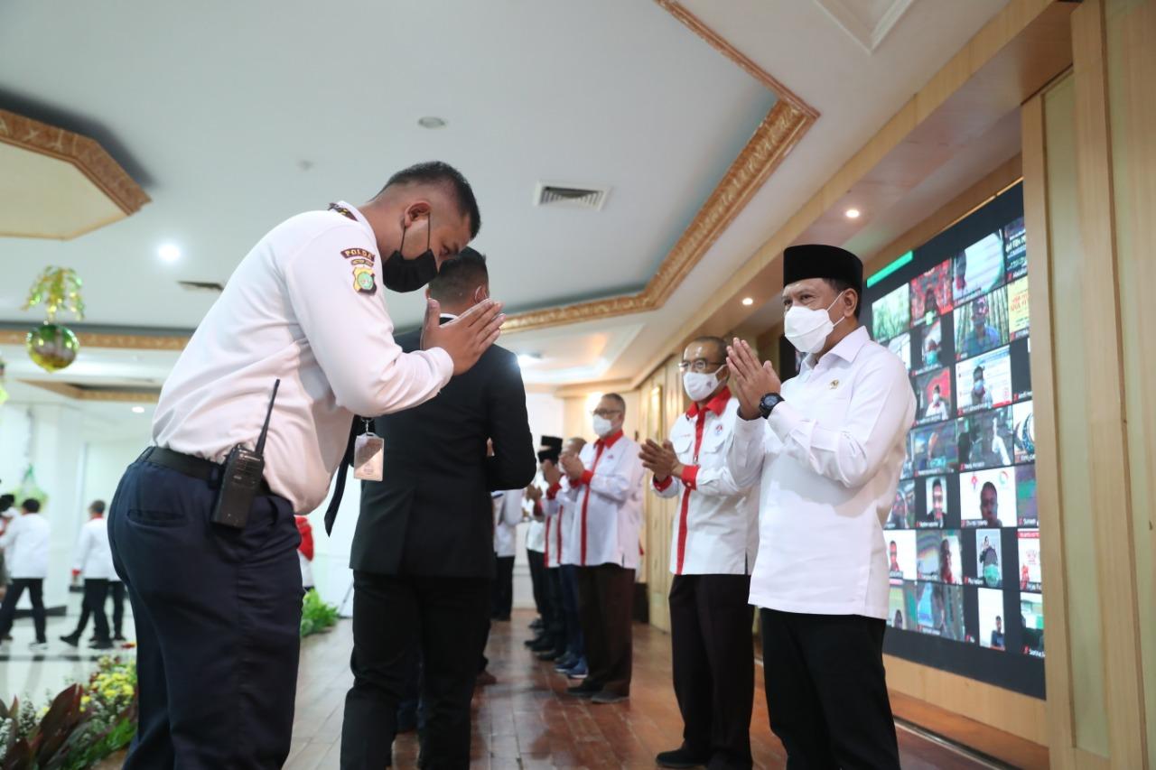 Halalbihalal di Wisma Kemenpora, Jakarta Pusat, Senin (17/5). Acara ini dihadiri langsung oleh Menpora Zainudin Amali, Sesmenpora Gatot S Dewa Broto, Deputi, Asisten Deputi, Staf Khusus, Staf Ahli dan seluruh pegawai Kemenpora. (foto:raiky/kemenpora.go.id)