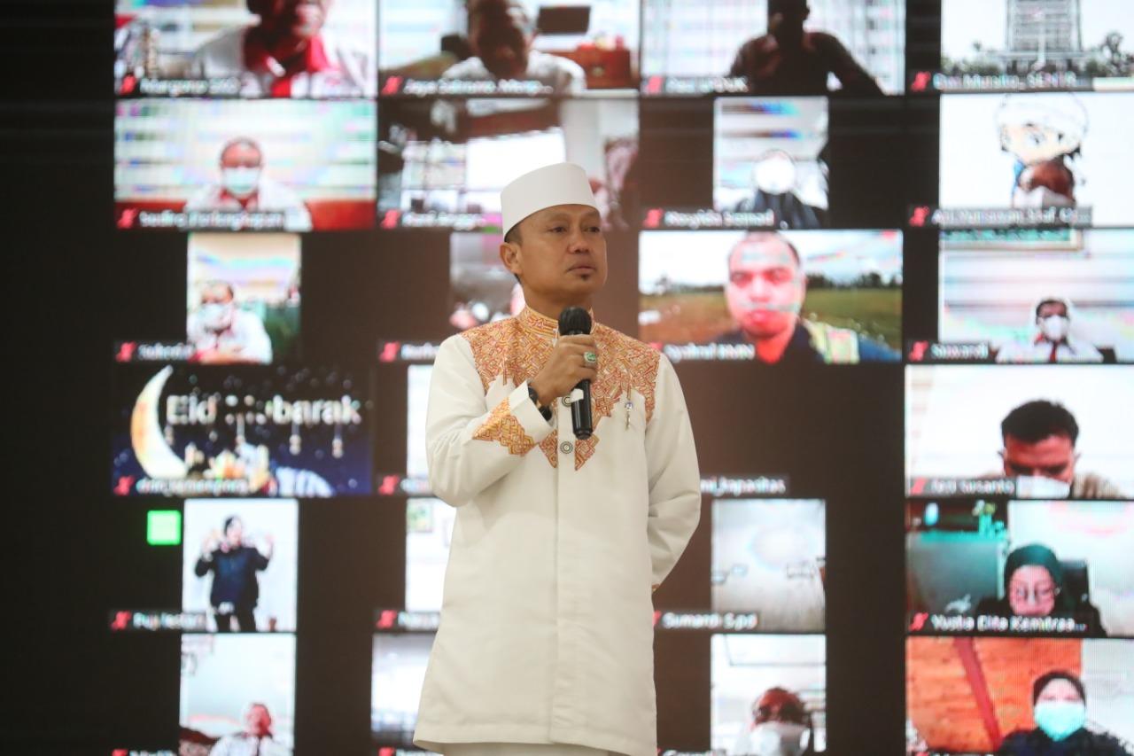Ustaz Das'ad Latif menjadi penceramah dalam acara Halal Bihalal di Kementerian Pemuda dan Olahraga Republik Indonesia (Kemenpora RI) yang digelar secara hybrid di Wisma Kemenpora, Jakarta Pusat, Senin (17/5) siang.(foto:raiky/kemenpora.go.id)